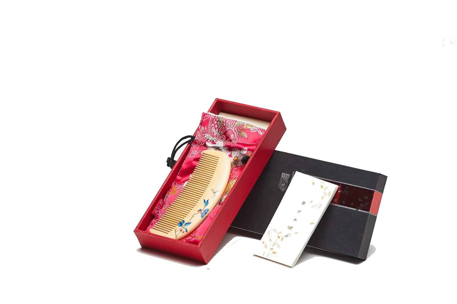 礼盒彩绘梳望红果